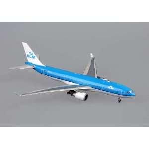 Phoenix Klm A330 200 1/400 REG#PH AOM: Home & Kitchen