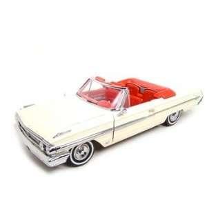 1964 FORD GALAXIE 500 WHIE CONV 118 DIECAS MODEL
