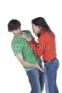Photo jeune homme agressé par une jeune femme colère © laurent
